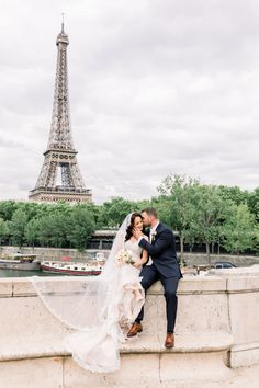 Intimate wedding in Paris Eiffel, Paris Photos, Louvre, Photoshoot, Wedding, Valentines Day Weddings, Photo Shoot, Weddings, Marriage