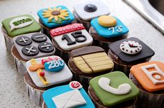 iPhone App Cupcakes @Emily Ledford, We're practically pros at decorating cupcakes now. Lets make these!