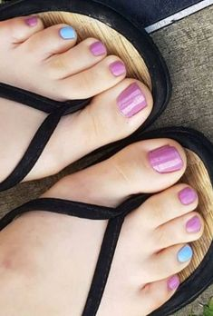 Beautiful Toes, Pretty Toes, Feet Soles, Women's Feet, Pies Sexy, Cute Emo Girls, Blue Toes, Girls Flip Flops, Cute Toe Nails