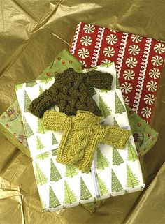 12 miniature sweaters to knit - free patterns.
