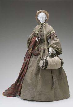 Travel bag, reticule, paisley shawl, straw bonnet... beautiful accessories