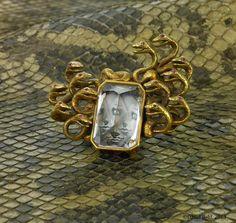 Verdura '' Medusa '' brooch, 1940 Gold, rubies, morganite set upside down with the back reverse-painted by Salvador Dali. Photo by David Behl Paris Originals ®