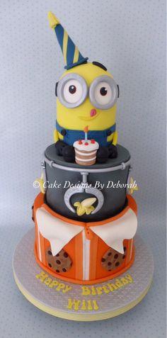 Minion Cake.          http://www.cake-designs-by-deborah.co.uk