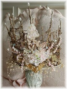 Crown this style is so close to the ancient English crowns, ones that weren't destroyed by Oliver Cromwell. would be a lovely fairy crown Ancient English, Moda Medieval, Fairy Crown, Crown Flower, Floral Crown, Midsummer Nights Dream, Circlet, Tiaras And Crowns, Crown Jewels