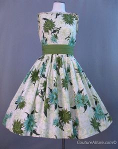 Vintage Dress Cotton Full Skirt Floral Small S bust 34 at Couture Allure Vintage Clothing Vintage Fashion 1950s, Vintage Dresses 50s, 50s Dresses, Pretty Dresses, Vintage Outfits, Vintage Clothing, 50s Vintage, Amazing Dresses, Women's Clothing