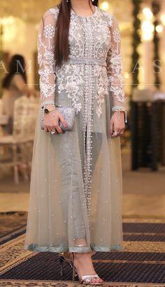 Pin by Titiss on robe orientale Pakistani Fashion Party Wear, Pakistani Formal Dresses, Shadi Dresses, Pakistani Wedding Outfits, Indian Gowns Dresses, Indian Fashion Dresses, Pakistani Dress Design, Indian Designer Outfits, Eid Dresses