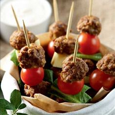Nuolivartaat eli tacovartaat Caramel Apples, Eat, Desserts, Food, Tailgate Desserts, Deserts, Essen, Postres, Meals