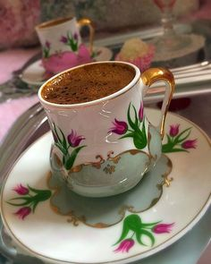 sweet little cup and saucer Coffee Vs Tea, Coffee Latte, Coffee Break, Coffee Time, Morning Coffee, Coffee Cantata, Cocoa Tea, Pause Café, Afternoon Tea Parties