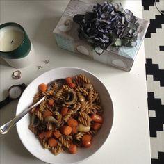 Beste Freunde; Karotten und Pilze Dazu Vollkorn Nudeln