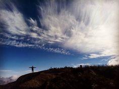 """""""Abriu os olhos e sorriu olhou o mundo com a grandeza de um rei. E respirou o ar da liberdade. E se lembrou  o caminhar livre de um homem nenhum dinheiro pode comprar. Nada como um dia após o outro para estar preparado para guerra q vira diferente amanhã... """" #mothernature #green #teresopolis #paz #camping #explore #moveout #trilha #sun #RJ #Brazil #montain #montanhismo #trilhando #sky #clouds #blue #trilhandotrilhas #getoutside #trilhandomontanhas #trip #traveler #instanature #natureza…"""