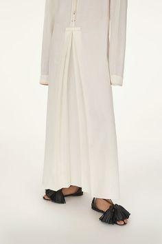 Linen shirt dress with pleats and contrast stitch detail Kaftan Style, Linen Shirt Dress, Fashion Details, Fashion Design, Curvy Girl Fashion, One Piece Dress, Denim Top, Jumpsuit Dress, Minimal Fashion
