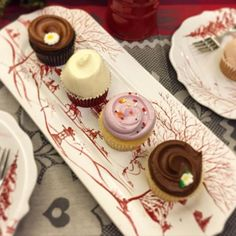A mid-morning mini cupcake break is always a good idea. Christmas Entertaining, Country Estate, Mini Cupcakes, Yummy Food, Desserts, Drink, Tailgate Desserts, Delicious Food, Dessert