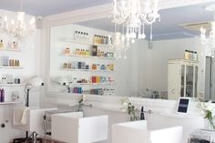 When publicist Gigi Arjomand relocated from Los Angeles to New York, she noticed a dearth in salons that offer affordable blowouts. To rectify the situation, sh Best Interior Paint, Interior Design, Weekend In Nyc, Blow Dry Bar, Salon Design, Cool Style, Mirror, Designers, Hair Shop