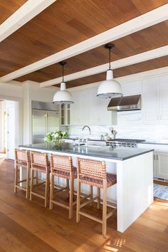 L-shaped kitchenshave a practical and desirable layout, and thesekitchen conceptspresent the best way to make yourL-shape kitchenwork at its greatest and look its best. #lshapedkitchencabinetdesignforsmallkitchen