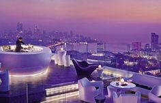 Le rooftop du Four Seasons dans le quartier commerçant de Worli-Lower Parel à Bombay est un des lieux incontournables