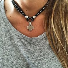 Collar Choker Mandala - www.laquedivas.com.ar                                                                                                                                                      Más Bohemian Jewelry, Beaded Jewelry, Handmade Jewelry, Jewelry Necklaces, Leather Necklace, Boho Necklace, Leather Jewelry, Bijoux Diy, Jewelery