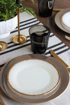 A Simple Thanksgiving Table Setting