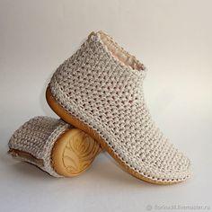 KREIS häkeln / IN RUNDEN häkeln / Rundes Kissen häkeln / für Anfänger - Cro. Crochet Sandals, Crochet Shoes, Crochet Slippers, Knit Crochet, Crochet Boots Pattern, Shoe Pattern, Crochet Patterns, Diy Crafts Crochet, Knit Shoes