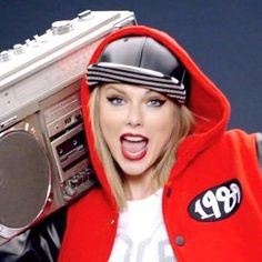 Taylor Swift: 'Shake It Off' Music Video - WATCH NOW!: Photo Taylor Swift just debuted her brand new song Taylor Swift Songs, Taylor Swift New, Shake It Off Lyrics, Fun Dares, Lyrics English, Record Of The Year, Live Stream, Meghan Trainor, Pop Music