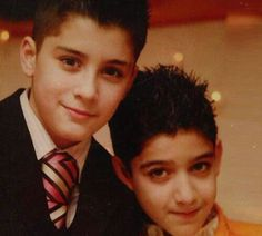 fetus zayn with his cousin jawaad Zayn Malik Video, Zayn Malik Photos, One Direction Updates, Members Of One Direction, One Direction Zayn Malik, Zayn Mailk, Perfect Boy, Celebs, Celebrities