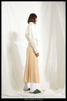 JOSEPH Fashion, Pre-Spring Summer 2018 Collection, Look 35 // Creative Director: Louise Trotter. Styling: Jane How. Photography: Bibi Borthwick. Models: Milena Litvinovskaya and Leila Zandonai //