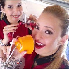 """""""Nunca é tarde para ter um novo objetivo ou sonhar um sonho novo."""" Comissárias Paula e Kristina ❤️✈️ #crewlife #future #flightattendant #aeromoça #stewardess #aeromoças #comissáriasdebordo #flyaway  #comissárias #avianca #fly #revistatripulante #aero #tripulantes #thinkredavianca #aviacaocms #aviancaemrevista #comissariasdevoo #aviancabrasil"""