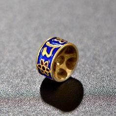 Blue Petals Enamel Columniform Solid 925 Sterling Sliver Bead Bead Size: 9mm * 11.5mm Metal Material: Solid 925 Sterling Silver Special Craftsmanship: Cloisonne Enamel Metal Electroplating: 18K White Gold Total Weight: 1.57g Designer Jewelry, Jewelry Design, Sterling Sliver, Rings For Men, Handmade Jewelry, Enamel, White Gold, Beads, Metal