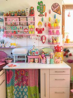 Vintage Kitchen Decor, Vintage Decor, Estilo Kitsch, Pioneer Woman Kitchen, Kitchen Colors, Cozy House, Colorful Decor, House Colors, Boho Decor