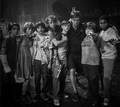 Andy Muschietti and the cast of the 2017 remake of Stephen King´s It It The Clown Movie, I Movie, Scary Movies, Horror Movies, It Movie 2017 Cast, Stephen King Books, Pennywise The Dancing Clown, Bad Friends, Best Club