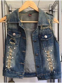 Colete Jeans com Pérolas - 20054332 | enjoei :p Diy Fashion, Ideias Fashion, Designer Denim Jacket, Denim Vests, Old Jeans, Men Style Tips, Jeans Style, Casual Outfits, How To Wear