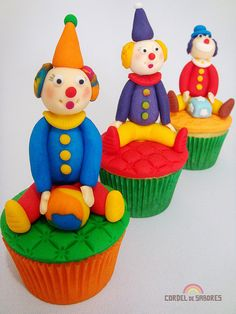 Circus clown cupcakes! way too cute!
