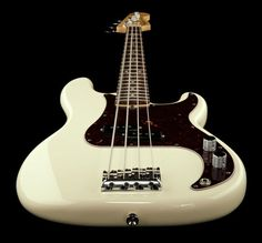 Fender AM Standard P-Bass RW OWT, electric bass guitar, colour: olympic white #fender #bass #thomann