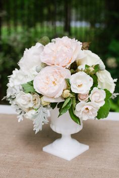 White container + natural flowers with a touch of pink #wedding #flowers #centerpiece