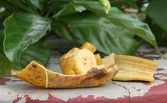 For the most of us, eating a banana results in the peel being thrown away. This translates to a lot of waste, with of the weight being the peel. Americans are estimated to eat billion pounds Fruit And Veg, Fruits And Vegetables, Veggies, Banana Is Rich In, Ant Bites, Banana Uses, Banana Slice, Eating Raw, Easy Snacks