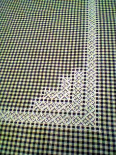 Elisaricamo - white on dark gingham - Broderie suisse Swedish Embroidery, Hand Work Embroidery, Hardanger Embroidery, Cross Stitch Embroidery, Embroidery Patterns, Chicken Scratch Patterns, Chicken Scratch Embroidery, Bordado Tipo Chicken Scratch, Swedish Weaving