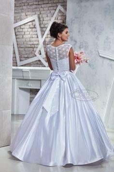 Egyszerű, szatén esküvői ruha boleróval Girls Dresses, Flower Girl Dresses, Wedding Dresses, Fashion, Dresses Of Girls, Bride Dresses, Moda, Bridal Gowns, Fashion Styles