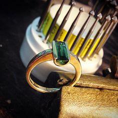 Damen Ring in 585/- Gelbgold mit Brillante. #Handarbeit #jewellery #Gold #Turmalin #Diamanten