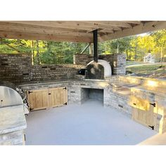 Authentic Pizza Ovens offers some of the worlds finest wood fire pizza ovens at very affordable prices. Modular Outdoor Kitchens, Outdoor Kitchen Plans, Outdoor Kitchen Design, Outdoor Cooking Area, Brick Oven Outdoor, Pizza Oven Outdoor, Bbq Kitchen, Backyard Kitchen, Backyard Patio Designs