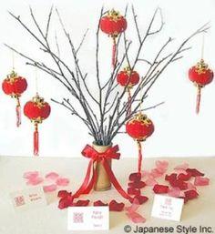 mini chinese lanterns on centerpiece Chinese New Year Party, Chinese New Year Decorations, Chinese Theme, New Years Decorations, Lantern Centerpieces, Party Centerpieces, Asian Party, Chinese Crafts, Oriental Decor