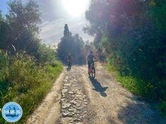prijzen appartementen op Kreta prijzen vakantiewoningen prijzen op Kreta prijzen in Griekenland Cycling Holiday, Greece Holiday, Crete, Beautiful Places, Country Roads, Landscape, Nature, Electric, Bike