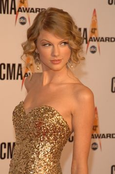 Taylor Swift Style Report http://www.mydesignweek.eu/taylor-swift-and-mario-testino-for-november-vogue/#.VDKExPldVps