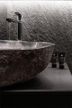 Design noir dans un appartement de 53m2 - PLANETE DECO a homes world Style Tropical, Design, Simple, Black, Black Barn, Tiny Spaces, Decorations, Ideas, Design Comics