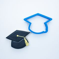 This 3D printed graduation cap cookie cutter has been crafted for durability and quality. All cutters designed, engineered and tested by a fellow cookie enthusiast. Home page: www.frosted.co Collectio
