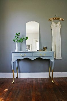 Gold-Painted Table Legs | Metallic Decor // Sofa Workshop