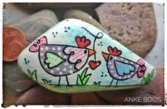 Pebble Painting, Stone Painting, Diy And Crafts, Arts And Crafts, Chicken Painting, Rock Painting Ideas Easy, Cool Rocks, Kindness Rocks, Garden Crafts