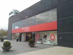 Commercial Entrances Recessed Air Curtains - Windbox SMG - Recessed Invisible Surface - Chain Shop - Mango Outlet - Spain - La Roca Village