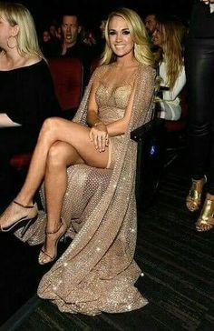 Résultat d'images pour Carrie Underwood Thong and Bra Carrie Underwood Legs, Carrie Underwood Pictures, Sara Underwood, Carrie Underwood Bikini, Costume Unicorn, Party Unicorn, Sexy Outfits, Sexy Dresses, Country Women