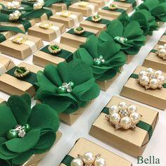 Wedding Chocolates, Chocolate Wedding Favors, Floating Candle Centerpieces, Wedding Centerpieces, Quinceanera Cakes, Emerald Green Weddings, Green Wrap, Green Bridesmaid Dresses, Ferrero Rocher
