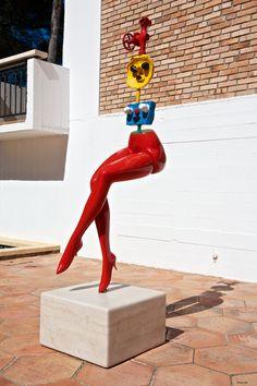 """.Jeune fille s'évadant (Girl Escaping) - Juan Miró - Fondation Maeght, Saint Paul de Vence 1967 Painted bronze (sand casting). Susse Fondeur, Arcueil, Paris 168 x 38 x 59 cm / 66 1⁄10 x 15 x 23 1⁄5"""" Photo GB"""