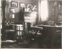 """""""As cabines de Suas Majestades no Standart"""" A mesa do Imperador Nicolau II em seu escritório."""